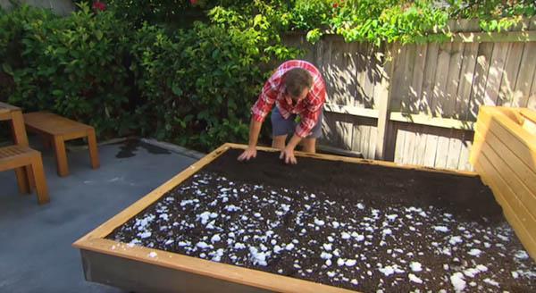 限りなくナチュラル!裏庭に設置する草のベッド (6)