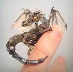 古い時計部品をリサイクルして作るスチームパンクな動物彫刻