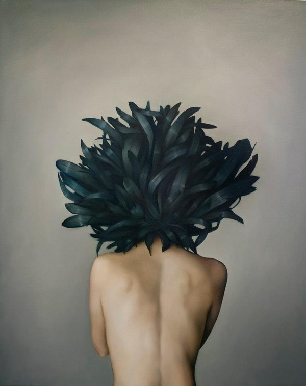 頑なに顔は見せない!顔が隠されたシュールな女性の肖像画 (12)