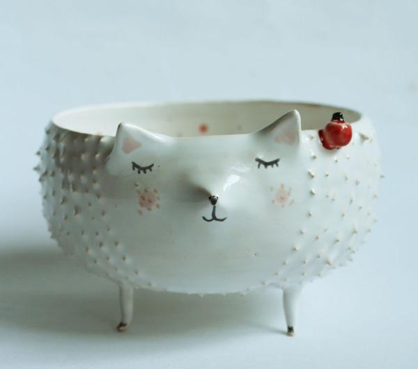 ほのぼのかわいい!瞳を閉じた動物たちの手作り陶磁器 (3)
