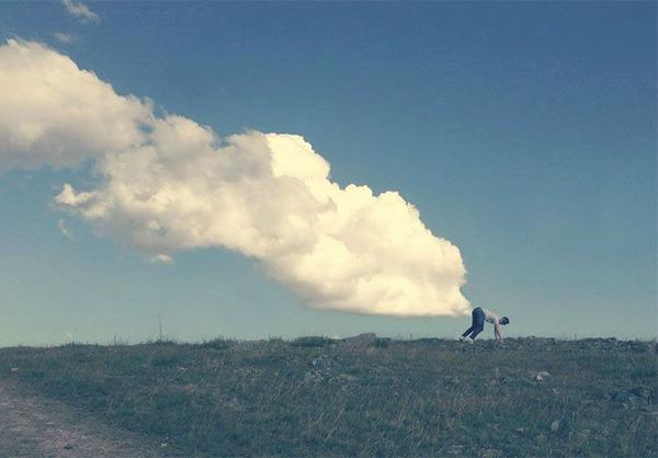 雲を食べる、掴む!ふわふわ白い雲を遠近法で遊ぶおもしろ画像 (10)