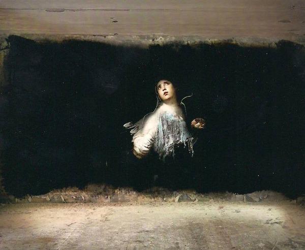 廃墟の壁に描かれたルネサンス風絵画 (1)