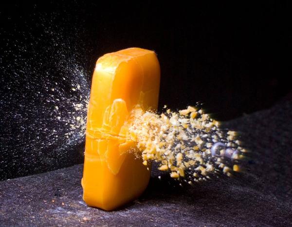 石鹸 弾丸が貫通する写真、スーパースローモーション (14)