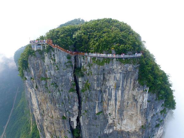 中国の天門山!もはやホラー…。恐怖と絶景を同時に楽しめる橋 (4)