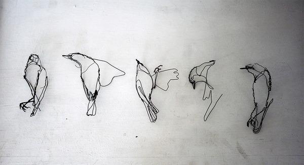 クロッキーみたい!ワイヤーをねじって描写される動物彫刻 (3)