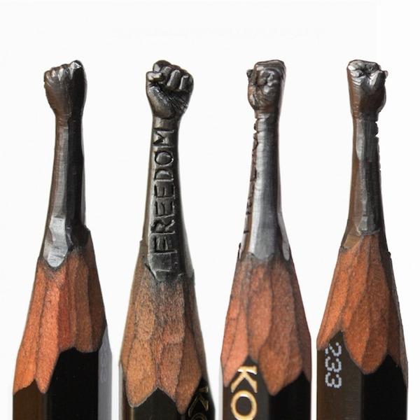 鉛筆の芯に彫刻を掘る