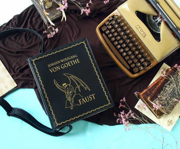 小説をモチーフにした本のバッグがかわいい (3)