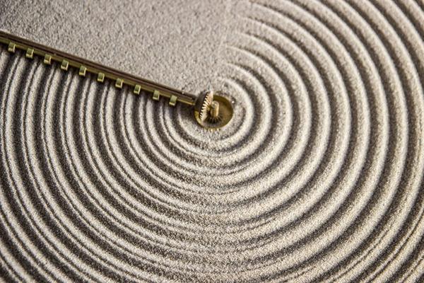 禅の庭にインスピレーションを受けて製作された「砂の時計」 (3)