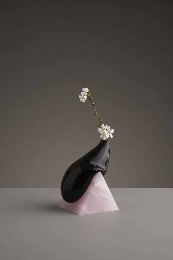 ニュルっとしている。柔らかそうなガラスの花瓶アート (5)