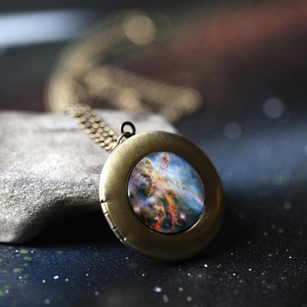 宇宙の神秘や惑星、銀河をモチーフにしたアクセサリー (6)