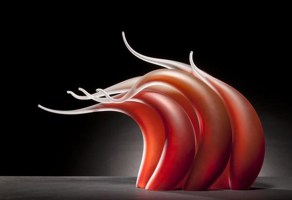 ニュルもしくはニョロっとした波打つ半透明性のガラス彫刻 (5)