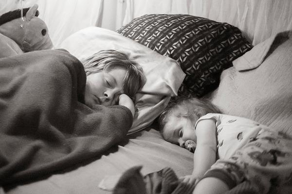 ビッグなオリジナルベッド!家族7人が皆で一緒に眠れるベッド (4)
