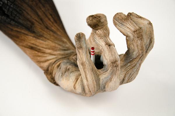 木材の彫刻に見えるセラミック彫刻 (10)
