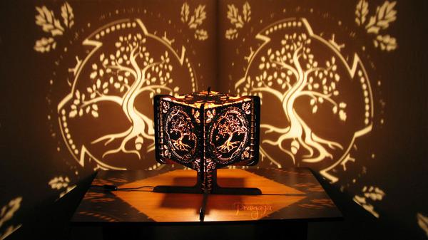 美しい模様が光となって部屋を照らす!レーザーカットのランプ (1)