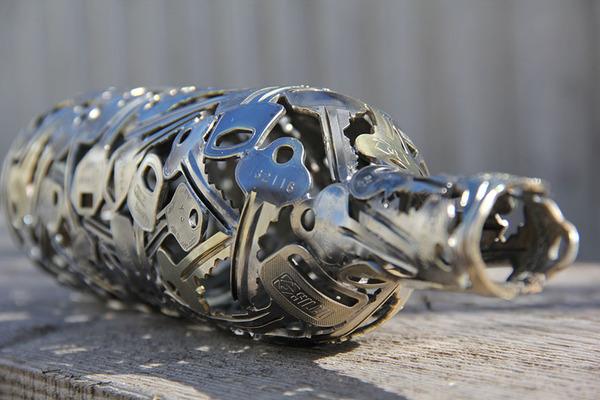 金属彫刻のリサイクルアート michael-moerkey