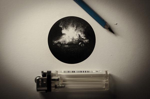 なんか神秘的。光と闇が描かれた小さなモノクロの絵シリーズ (7)