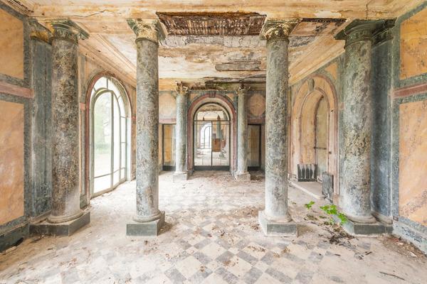 廃墟画像の不思議な魅力。放棄されたヨーロッパの建物 (5)