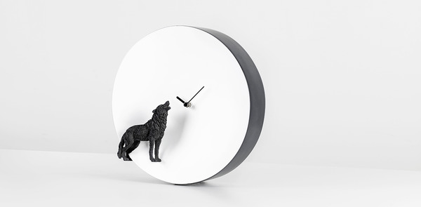 夜行性動物のシルエットが浮かぶ!月のように輝く蓄光時計 (4)