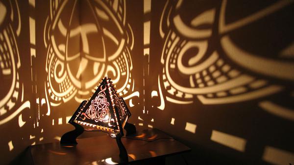 美しい模様が光となって部屋を照らす!レーザーカットのランプ (8)