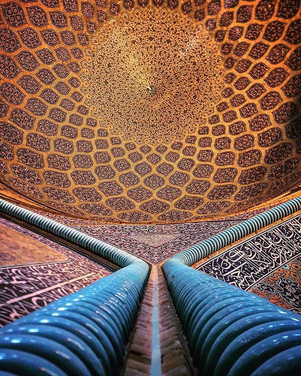 万華鏡のような美しさ。イランのモスクの建築美 (1)