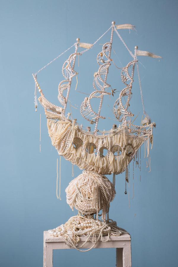 パールネックレスで作られた真珠の海に浮かぶガレオン船 4