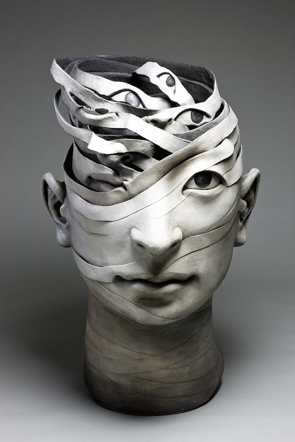 物質が歪み分解する。幻覚を見ているような奇妙な彫刻作品 (4)