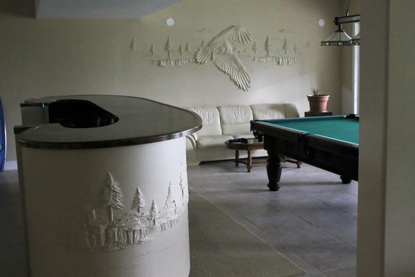 石膏職人の技!乾式壁に描く立体的な石膏彫刻 (5)