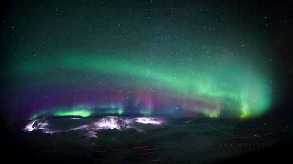 コックピットから撮影された壮大な空の写真 (10)