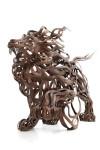 流れるような外観!迫力満天な金属製の動物彫刻
