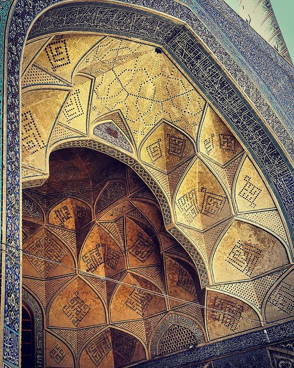 万華鏡のような美しさ。イランのモスクの建築美 (2)