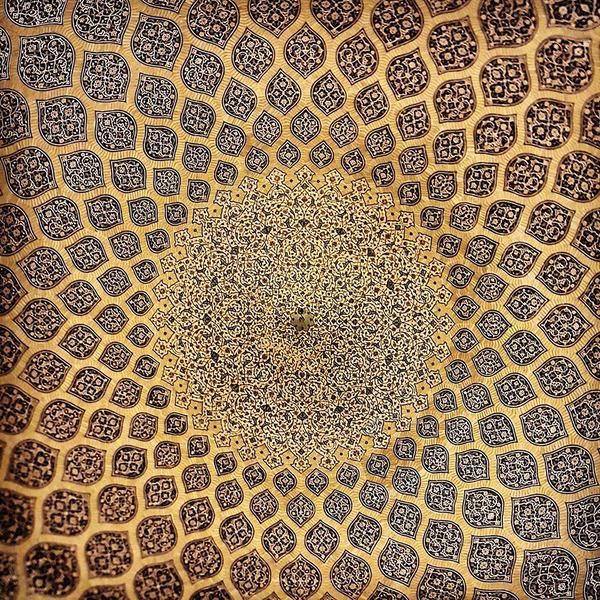 万華鏡のような美しさ。イランのモスクの建築美 (16)