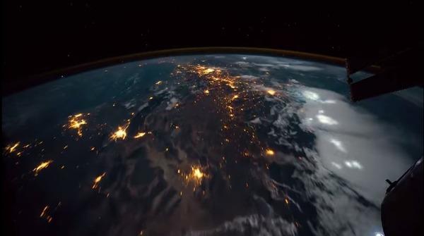 宇宙から地球を撮影した美しいタイムラプス映像