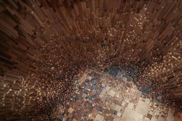 まるで異空間…!膨大な数の木片で構成された秘密の隠れ家 (8)