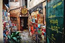 猫の本屋!ヴェネツィアにある珍しい書店『Libreria Acqua Alta』