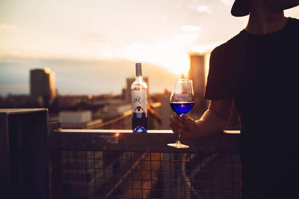 超爽やか!革新的な青いワイン『Gik』 (1)
