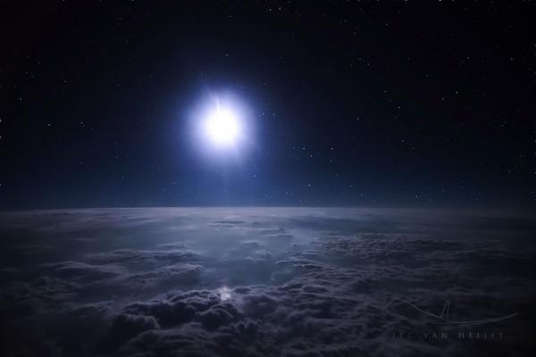 コックピットから撮影された壮大な空の写真 (20)