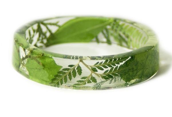透明な樹脂に花や植物を詰め込んだハンドメイドアクセサリー (10)