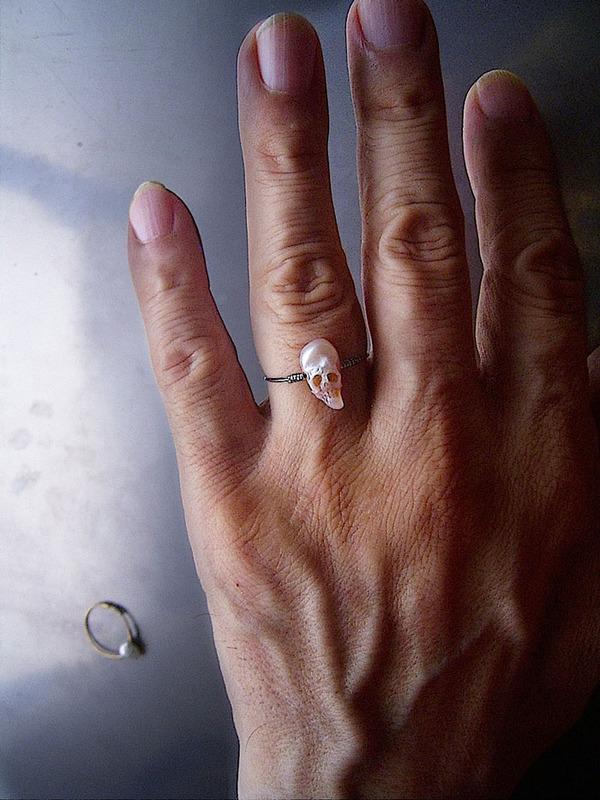 歯もあるよ!日本人デザイナーによる真珠の頭蓋骨 (6)