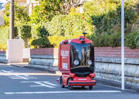 【画像】 日本、ついにロボットが公道を走行