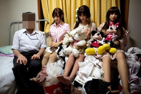 妻と娘とラブドールと一緒に暮らす日本人男性 世界的なニュースになる(※画像あり)