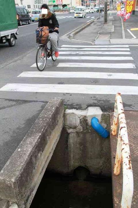 【画像】罠っぽい横断歩道が見つかるwwwwwwwwwwww