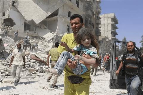 シリアで救出される女の子が毎回同じ子ではないかと話題に (※画像あり)