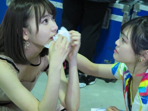 【悲報】 整形モンスター・宮脇咲良さんにキスマークwwwwwwwww (※画像あり)