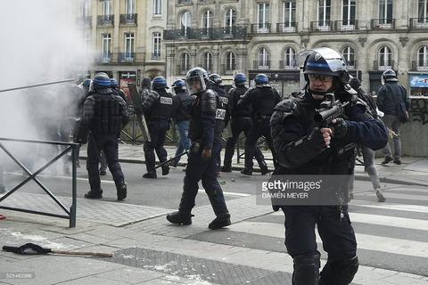 【速報】フランスで暴動 革命か? (※画像・動画あり)