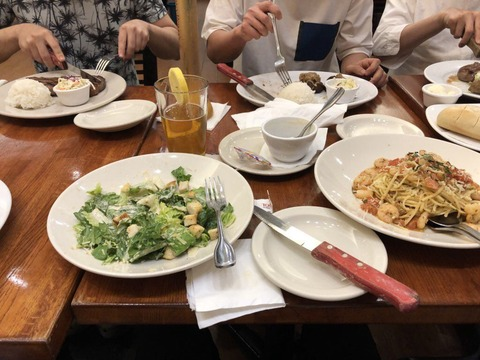 【画像】AKBメンバーと行くグアムツアーの現地食事wwwwwwwwwwww