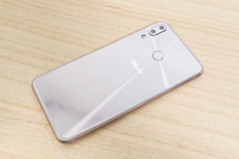ZenFone 5 ZE620KL シルバー (2)