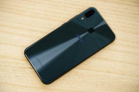 ZenFone 5 ZE620KL レビュー (1)