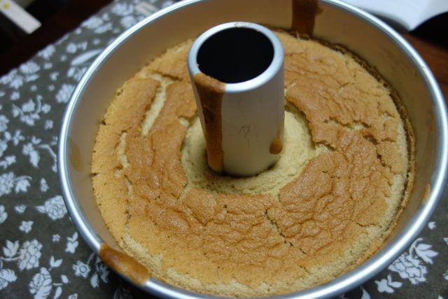 焼いたあとしぼむ シフォンケーキ シフォンケーキが焼いている途中で萎まなくするには?