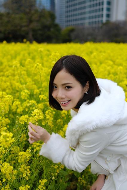 15-28-52_DSF5817_如月はるなさん 菜の花