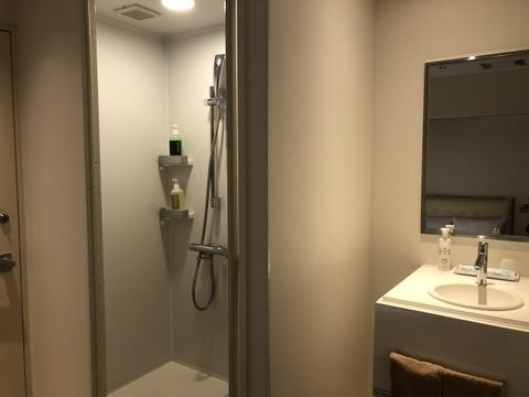 サンシャワー室